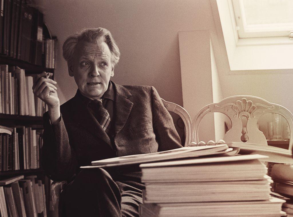 Per Anders Fogelström vid sitt skrivbord 1967