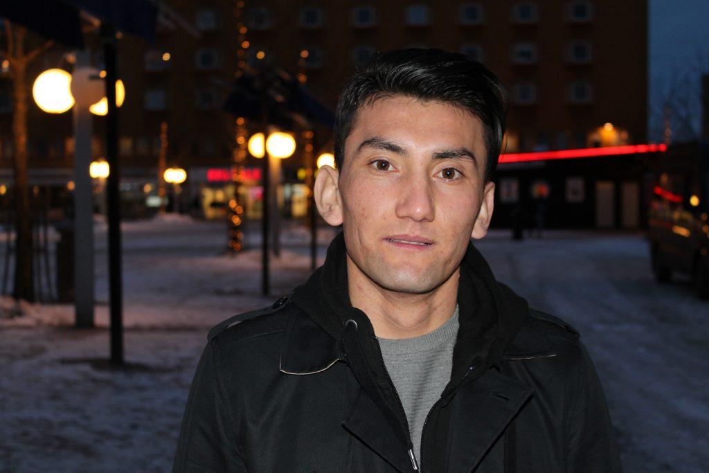 Ali Zardadi på Skärholmens torg.