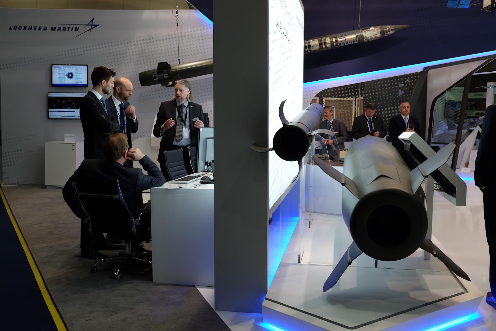 Lockheed Martins monter på vapenmässan IDEX i Abu Dhabi, Förenade arabemiraten, februari 2019. Foto: Linda Åkerström/Svenska Freds