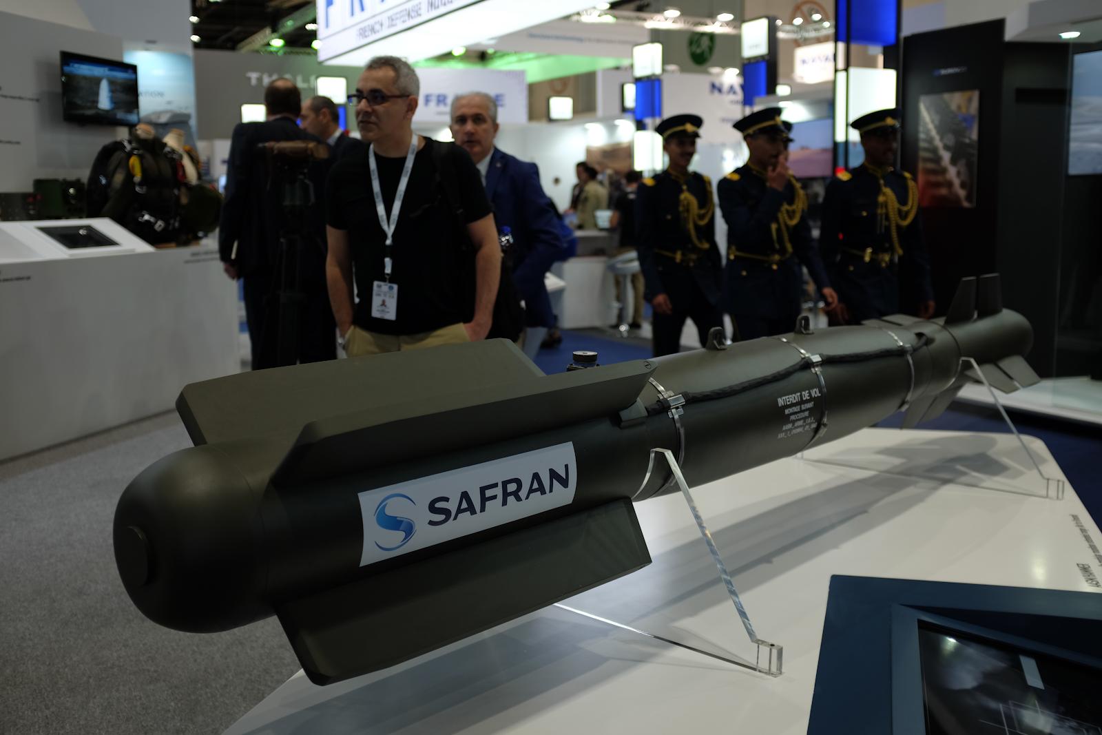 Safrans monter på vapenmässan IDEX i Abu Dhabi, Förenade arabemiraten, februari 2019. Foto: Linda Åkerström/Svenska Freds.