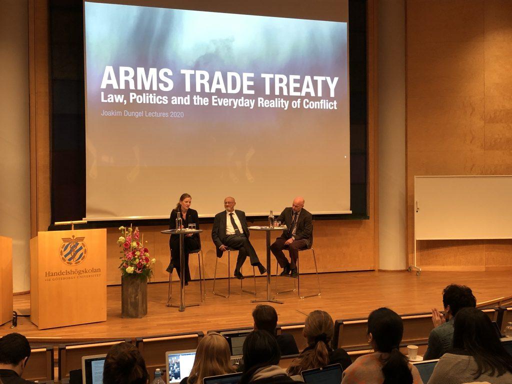Linda Åkesrtröm, nedrustningsansvarig på Svenska Freds, var en av paneldeltagarna.